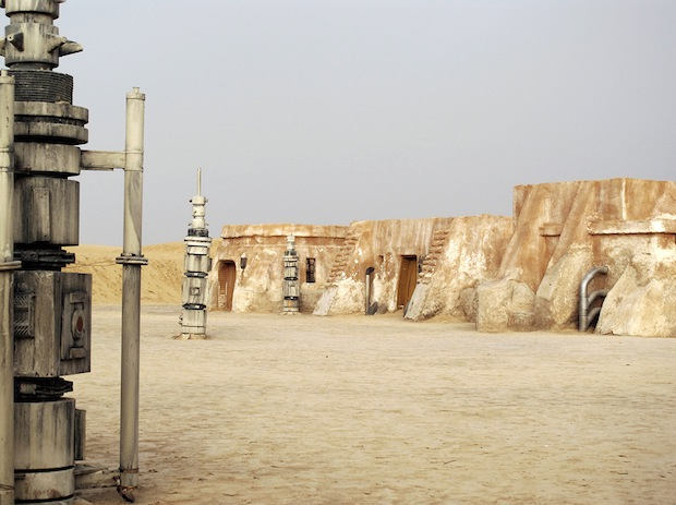 https-::petapixel.com:2013:05:12:photo-series-visits-abandoned-star-wars-film-sets-in-the-deserts-of-north-africa: